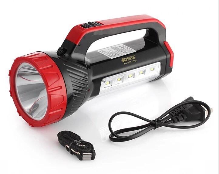 Đèn pin được trang bị bóng đèn LED Re