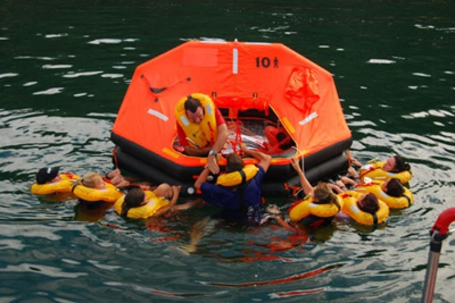 Các loại phao cứu sinh quan trọng trong an toàn hàng hải