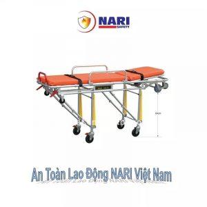 Cáng cứu thương loại xe đẩy với thiết kế phù hợp thích hợp cho người đa chấn thương không bị đau trong quá trình vận chuyển. Sản phẩm có kích thước 196 x 61 x 33 cm và tải trọng cũng khá cao lên đến 160 kg