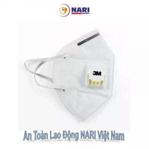 Khẩu trang sử dụng chất liệu vải không dệt và được trang bị các lớp than hoạt tính thanh lọc không khí, bảo vệ sức khỏe